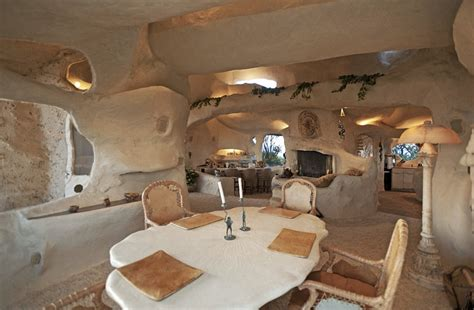 caveman room flintstone house caveman style dining room interior design ideas