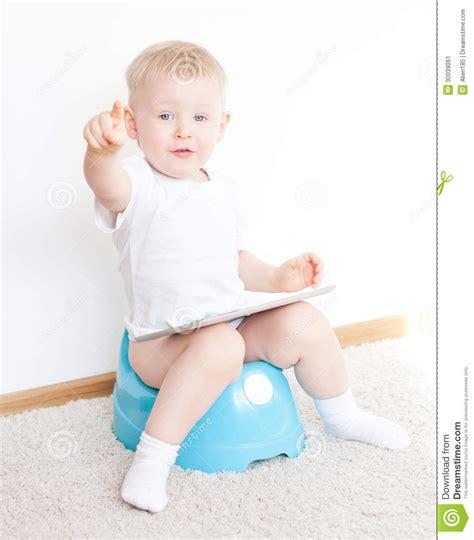little boy potty training outside little boy potty training outside my boys growing up pictures