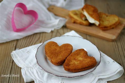 mozzarella in carrozza fritta mozzarella fritta in carrozza a forma di cuore