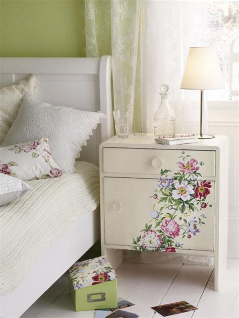 Decoupage Ideas - inspiration to decoupage furniture