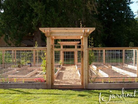 Keep Deer Out Of Vegetable Garden A Fence Around A Vegetable Garden Will Keep The