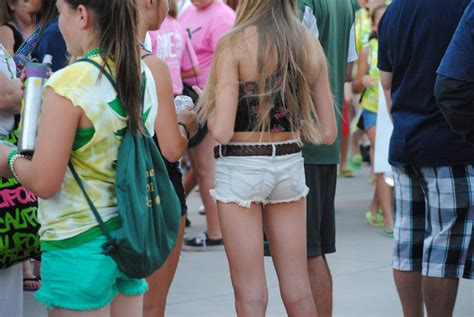 young girls shorts too short skinny sexy teen in short shorts