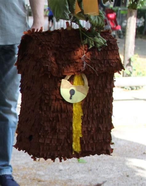 Pirate chest piñata