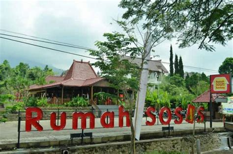 rumah kain di bandung indonesia makan sosis di rumah sosis bandung wisata bandung