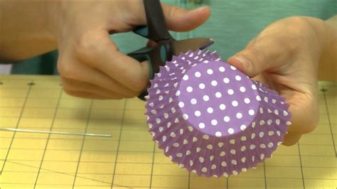 How To Make A Cupcake Out Of Paper - how to make a cupcake liner floral bouquet