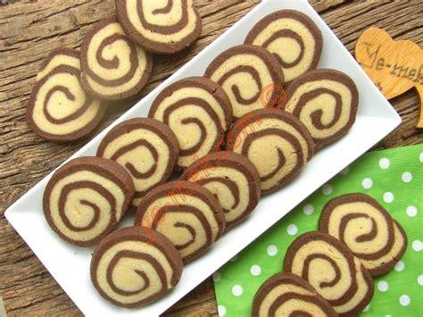 kakaolu parfe kakaolu un kurabiyesi kakaolu ve cevizli kek kakaolu iki renkli spiral kurabiye tarifi nasıl yapılır resimli