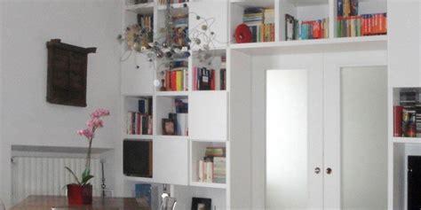 Separare Cucina Da Soggiorno by Separare Cucina E Soggiorno Con Un Mobile A Ponte Sulla