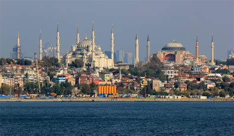Istanbul nearly a ghost town as tourists stay away ...