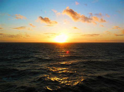 coucher de soleil file coucher de soleil en mer celtique jpg wikimedia commons