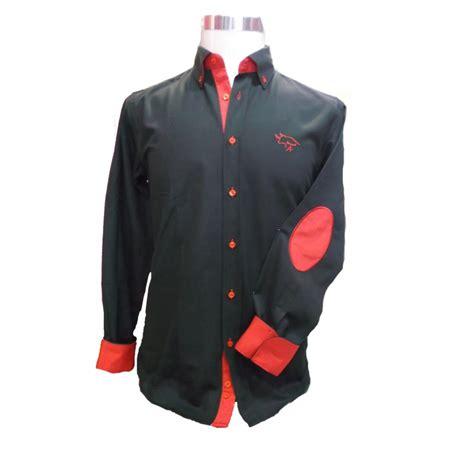 camisas de caballero camisa de hombre bordada color negro y combinada en rojo