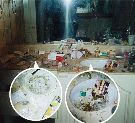 whitney bathtub 163 100million diva whitney houston blew fortune on crack