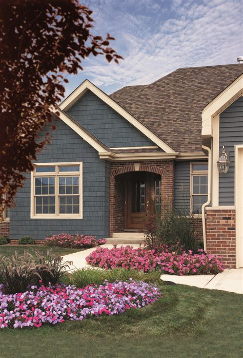 siding house colors 46 best vinyl siding images on pinterest exterior homes house colors and exterior