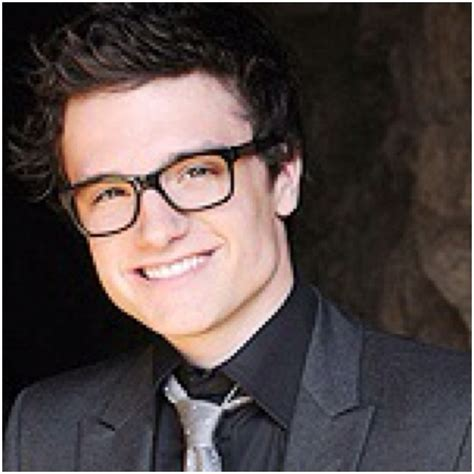 tall actor with glasses josh hutcherson every hot guy looks better with nerdy
