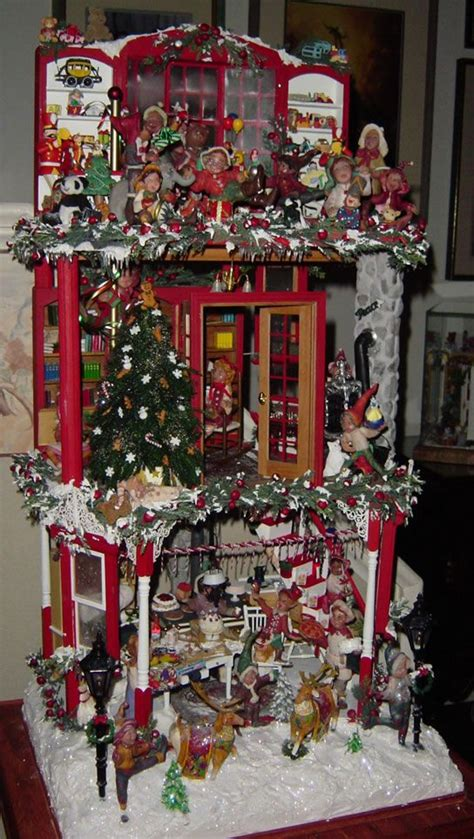 dollhouse decorated for christmas 295 best a dollhouse christmas images on pinterest