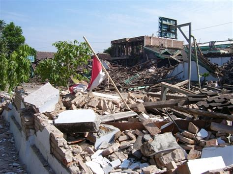 earthquake yogyakarta 2006 jogja earthquake photos from a story in 2006