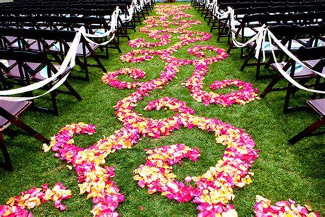 Wedding Aisle Flower Petal Designs by 5 Ideas For Your Ceremony Aisle D 233 Cor Bridalguide