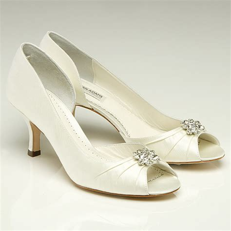 Brautschuhe Niedriger Absatz by The Coziness Of Low Heeled Wedding Shoes