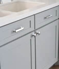 kitchen cabinet hardware ideas pulls or knobs best 25 kitchen cabinet hardware ideas on