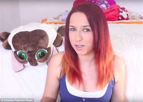 masturbazione sotto la doccia una vlogger spagnola di successo pubblica un libro dove