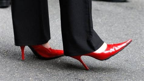 wear high heels is it to to wear high heels at work
