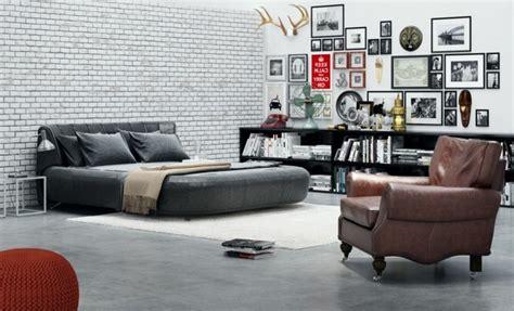 Exceptionnel Idee Deco Chambre Moderne #3: chambre-vintage-d%C3%A9co-chambre-vintage-adulte-riche-d%C3%A9co-murale-photos-noir-et-blanc-fauteuil-brun-pouffe-rouge-3.jpg