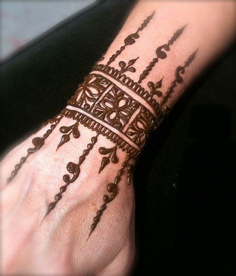 henna tattoo wrist omi via flickr mehndi henna mehndi pinterest
