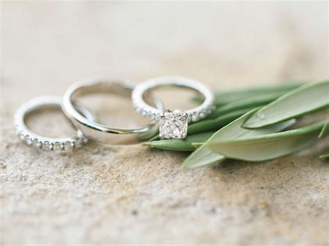 Wedding Rings Pictures by We Ve Got The Answers To All Your Wedding Ring Questions