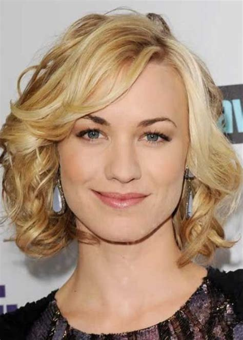 big loose curls chin length 30 best hairstyles for big foreheads herinterest
