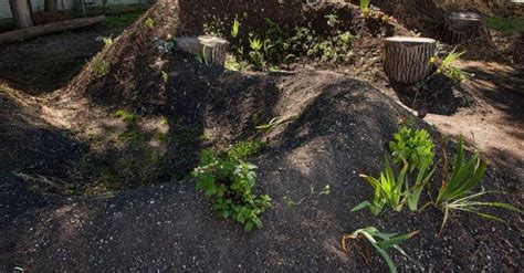Jlos Nursery Snakeskin And More Mound by Hugelkultur Snake Mounds 171 Inhabitat Green Design