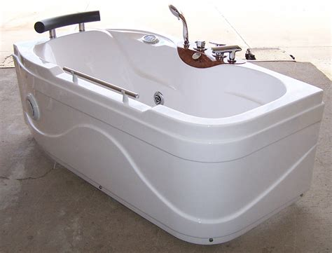 Jet Bathtub by Luxury Spas And Whirlpool Bathtubs Ow 9013 Jetted Tub