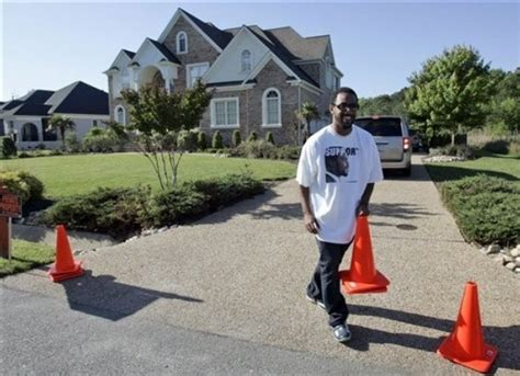 Michael Vick S House by Michael Vick Arrives At Virginia Home Accesswdun
