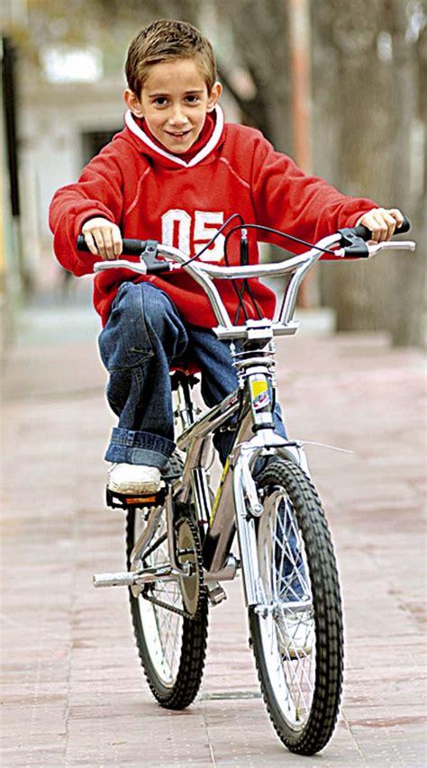 imagenes de niños jugando en bicicleta bicicletas para ni 241 os seg 250 n la edad embarazorossa