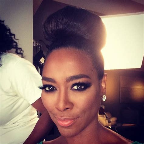 divas of atlanta keke s short hair styles kenya moore s high bun flawless wedding hair