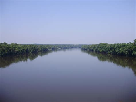 the delaware river divides pennsylvania and new jersey file 2009 08 17 view north up the delaware river from the
