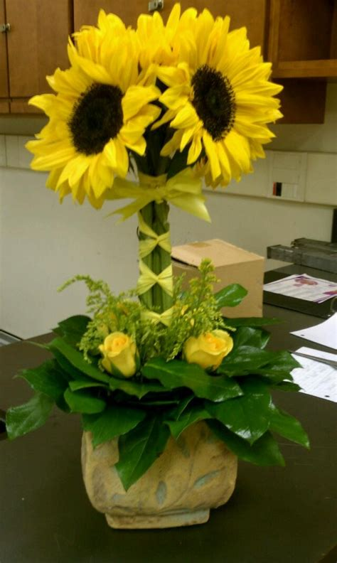 sunflower arrangement centerpieces pinterest
