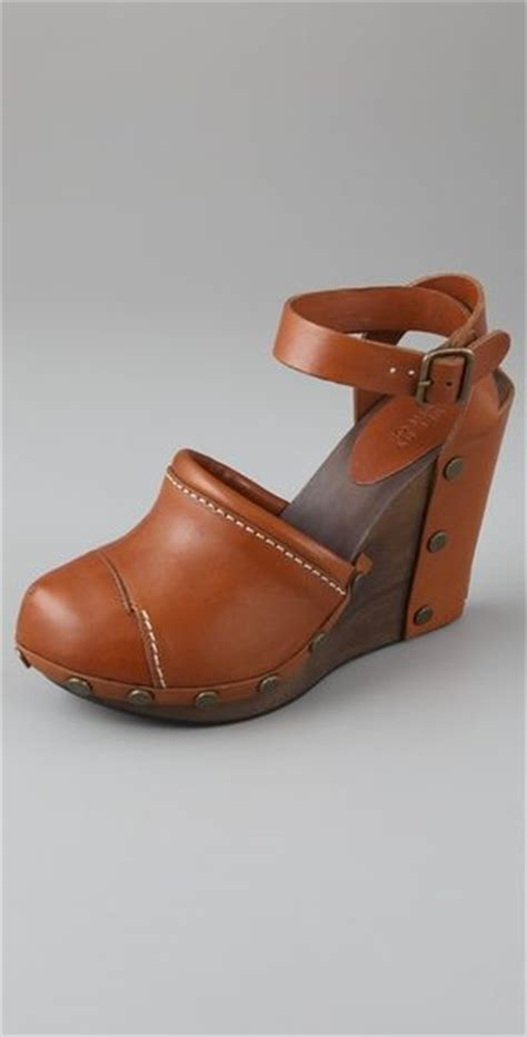 see by chlo 233 closed toe wedge sandals in brown lyst