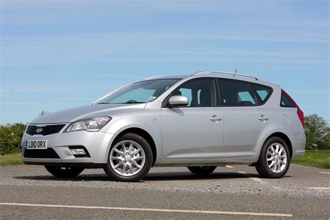 Parkers Kia Ceed Kia Ceed Sw 2007 2012 Features Equipment And