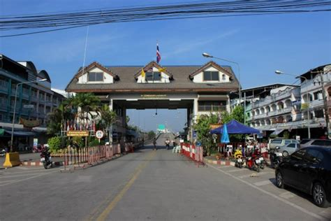 Thailand House For Sale myawaddy mae sot border crossing briefly closed after thai