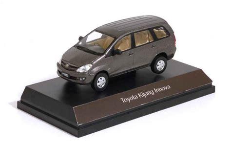 Diecast Kijang Inova toyota kijang innova 2004 metallic grey auto models