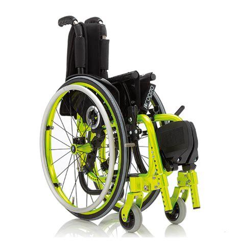 re pour fauteuil roulant fauteuil roulant manuel pour enfant exelle junior sofamed