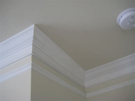 Casing Custom 3 handmade crown molding by the finishing company custommade