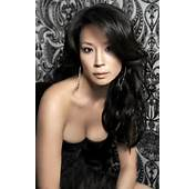 Lucy Liu  Viewing Picture 02jpg