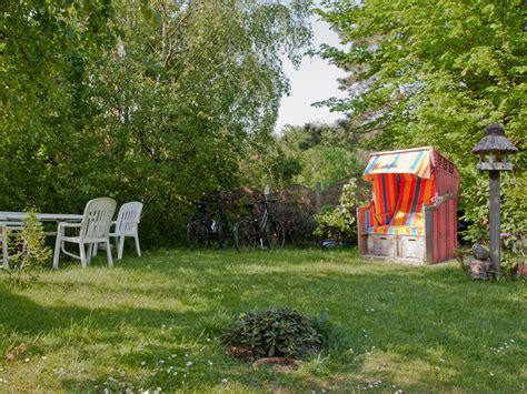 garten strandkorb ferienwohnung reetdachhaus haus 2 amrum frau beate peters