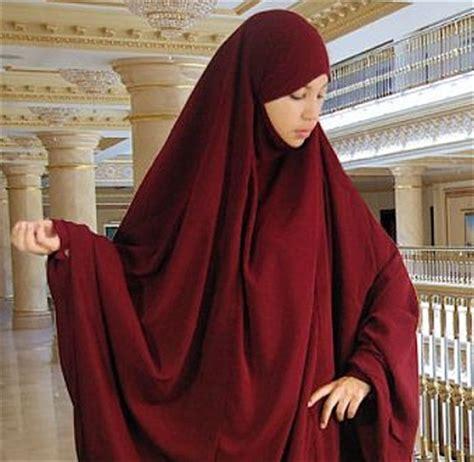 Athiyyah Khimar Ayesha Cotton Khimar Jilbab bordeaux khimar worn matching abaya islamic clothing abayas and bordeaux