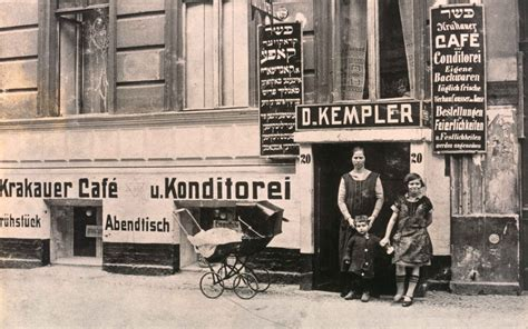 Berlin Transit Jewish Immigrants From Eastern Europe In