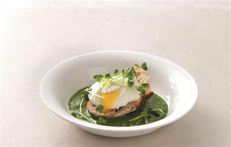 cucinare uovo in camicia ricetta uovo in camicia le ricette de la cucina italiana