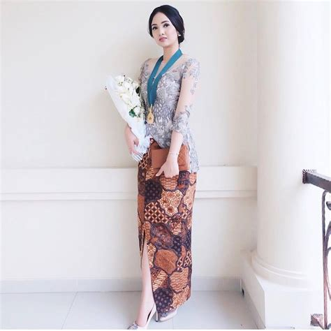 Baju Wisuda Model Kebaya Wisuda Tahun 2018 28 Images Contoh Model