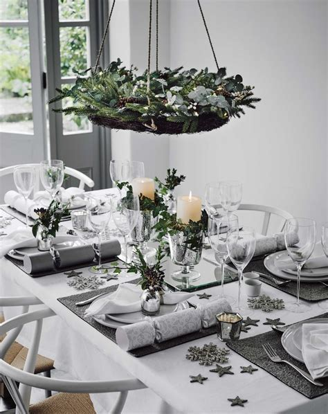 how to set a christmas table 25 best ideas about christmas dinner tables on pinterest