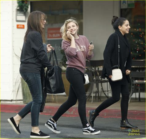 2808 Mo Set Kulot Vanesia moretz ditches knee brace for s day out