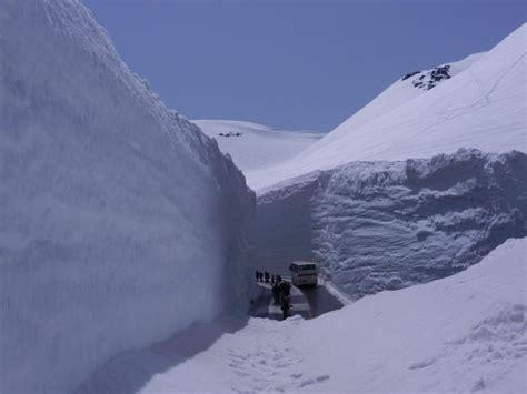 where in the world is this photo from snowbanks 40 feet